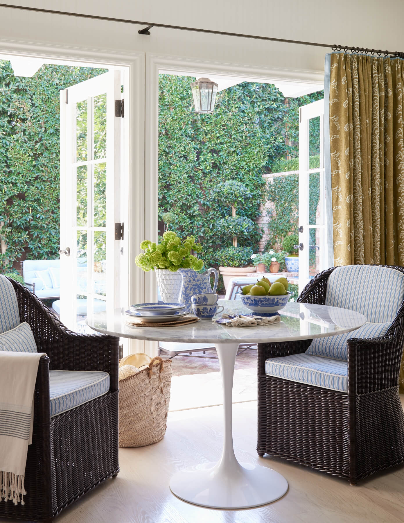 Kitchen upholstered seating with patterned drapes on iron rods and rings