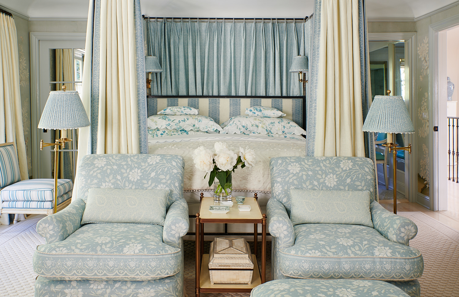 Master Sitting Chairs with Matching Bed